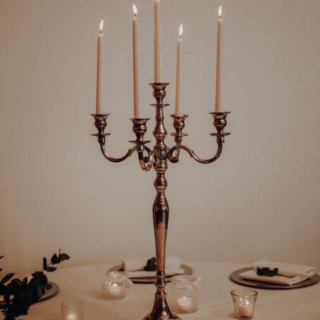 Kerzenhalter und Teelichter